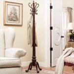 3-150x150 Как подобрать напольную вешалку под интерьер гостиной