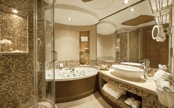 Dizajn-vannoj-komnaty-s-dzhakuzi-i-dushevoj-kabinoj-e1480846037854 Последовательность ремонта в ванной комнате